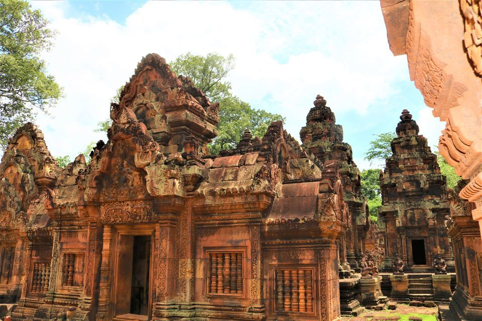 Full-Day Banteay Srei Temple Small-Group Tour