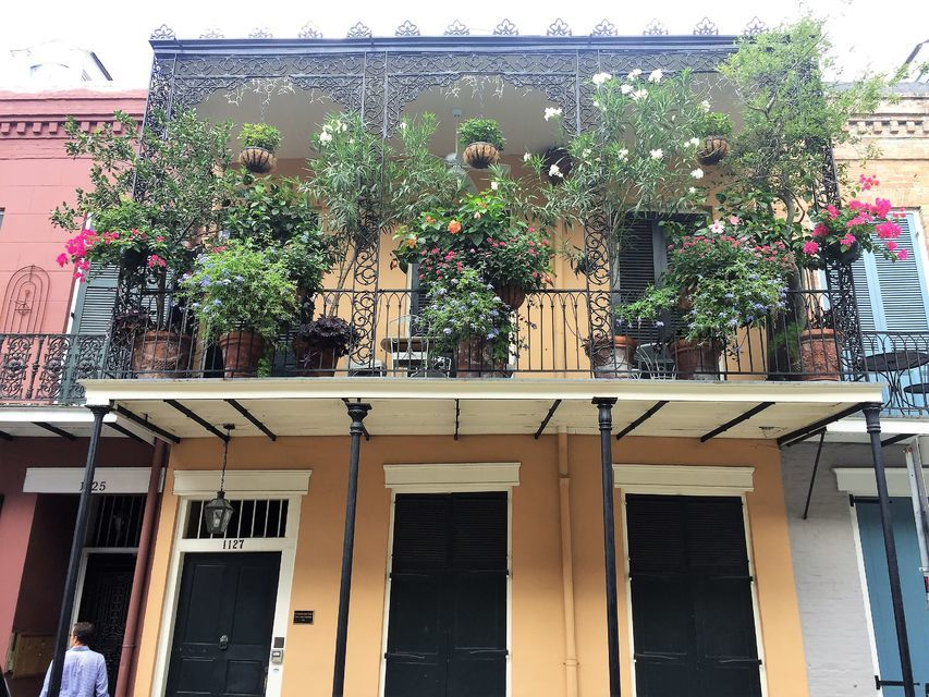 Tour around the oldest neighborhood in New Orleans, French Quarter.